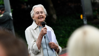 Holocaust-Leugnerin Ursula Haverbeck bei einer Rede in Hamm 2013. © Julian Feldmann